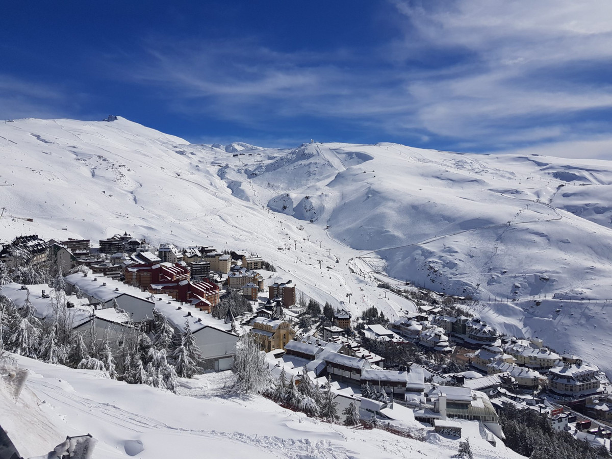 Townhouse, Sierra Nevada, easy access to slopes 3 Bedrooms, 2 Bathrooms, Built 126 m².  Setting : Mo,Spain