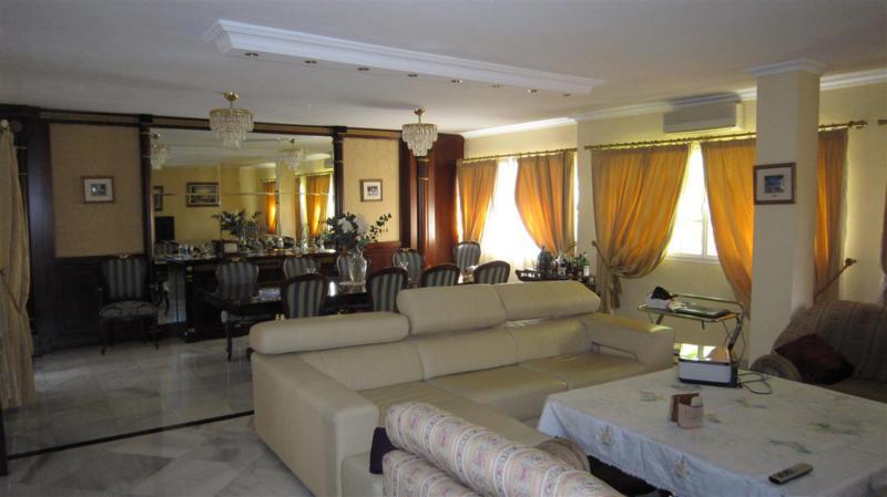 Apartamento con 4 Dormitorios en Venta Fuengirola