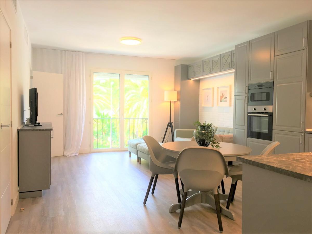 Apartment Middle Floor Puerto Banús Málaga Costa del Sol R3836986