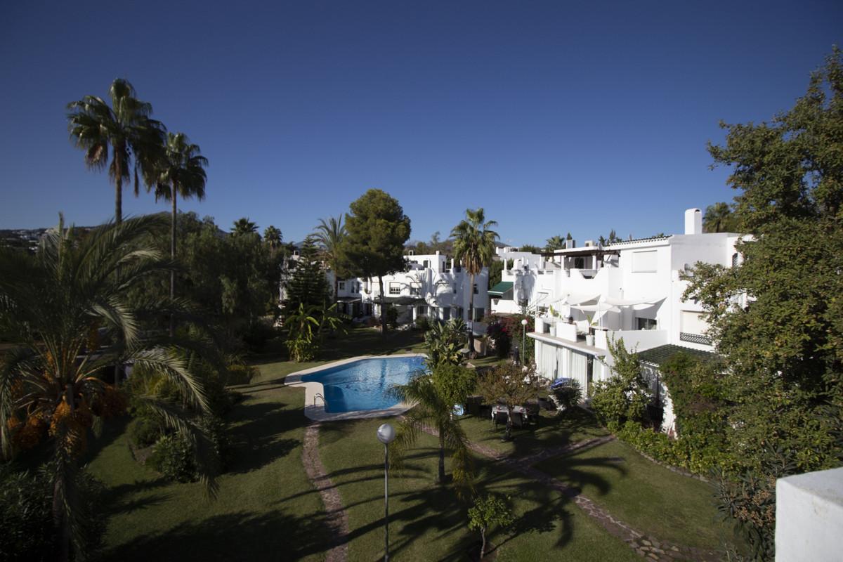 Maison Jumelée Mitoyenne à Nueva Andalucía, Costa del Sol