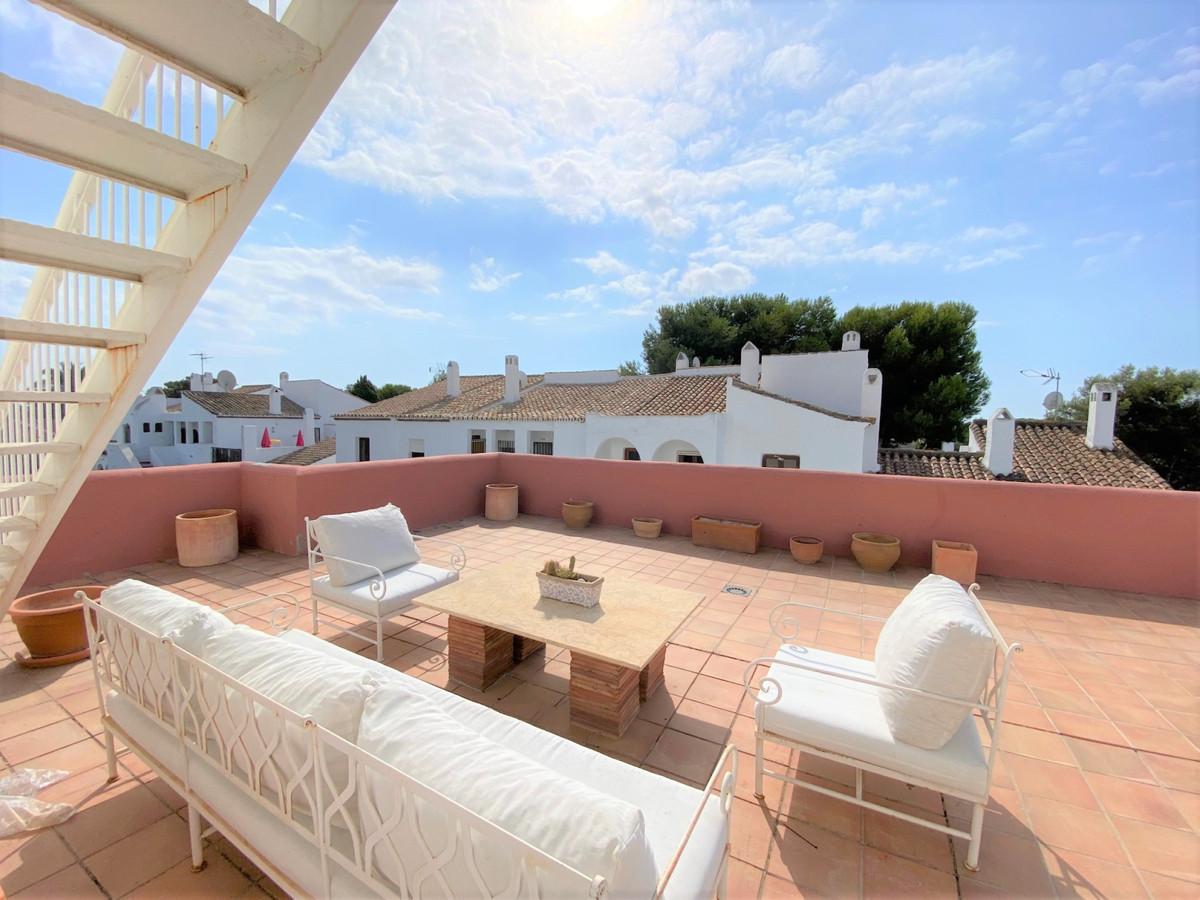Penthouse, Atalaya, Costa del Sol. 2 Bedrooms, 2 Bathrooms, Built 80 m², Terrace 177 m².  Setting : ,Spain