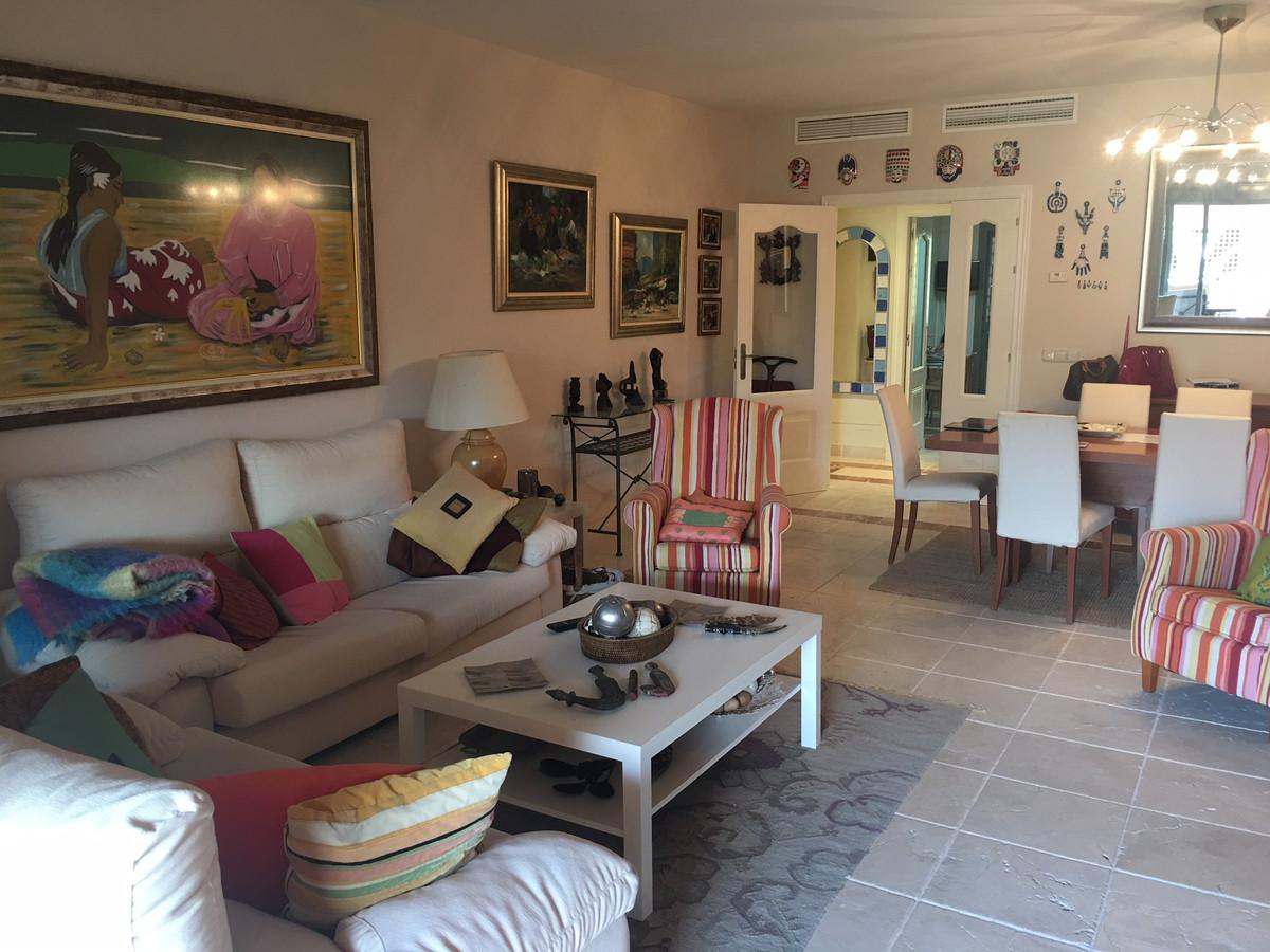 Middle Floor Apartment, Benahavis, Costa del Sol. 3 Bedrooms, 3 Bathrooms, Built 180 m², Terrace 35 ,Spain