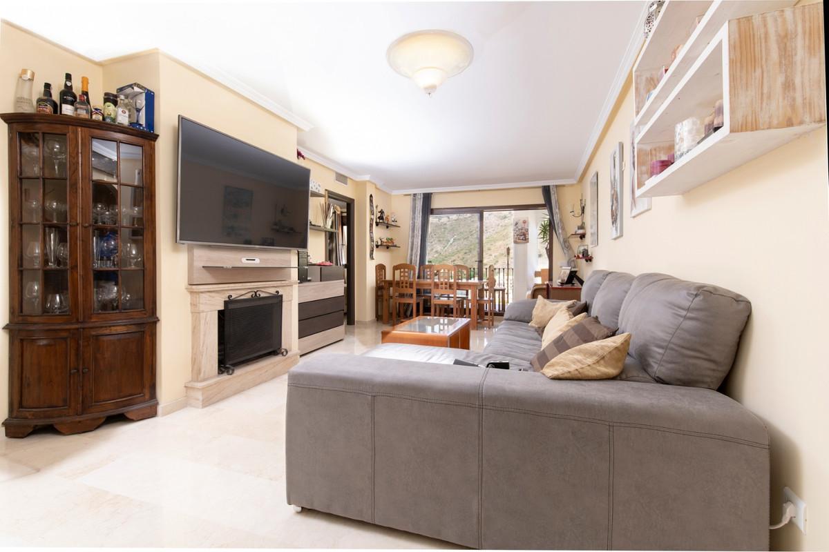 Middle Floor Apartment, Benahavis, Costa del Sol. 2 Bedrooms, 2 Bathrooms, Built 105 m², Terrace 12 ,Spain