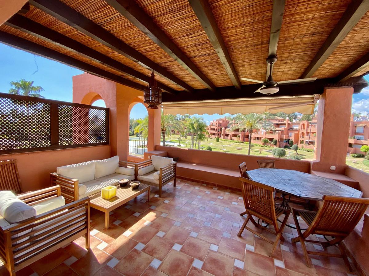 Apartamento  Ático en venta  y en alquiler   en Guadalmina Baja