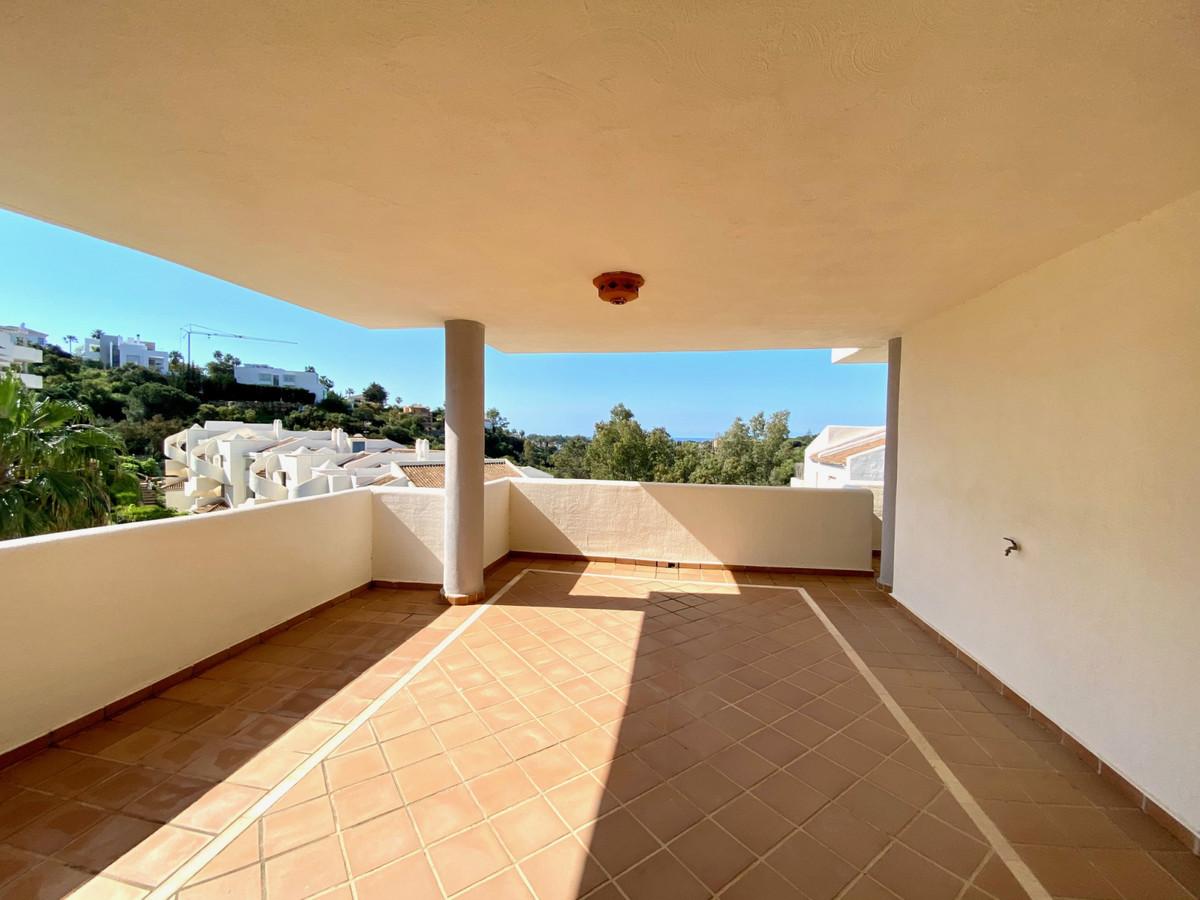 Middle Floor Apartment, Elviria, Costa del Sol. 3 Bedrooms, 2 Bathrooms, Built 0 m².  Setting : Clos,Spain