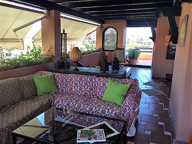 Penthouse for sale in Guadalmina Baja