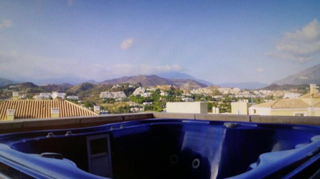 Middle Floor Apartment, Aloha, Costa del Sol. 2 Bedrooms, 2 Bathrooms, Built 130 m², Terrace 44 m². ,Spain