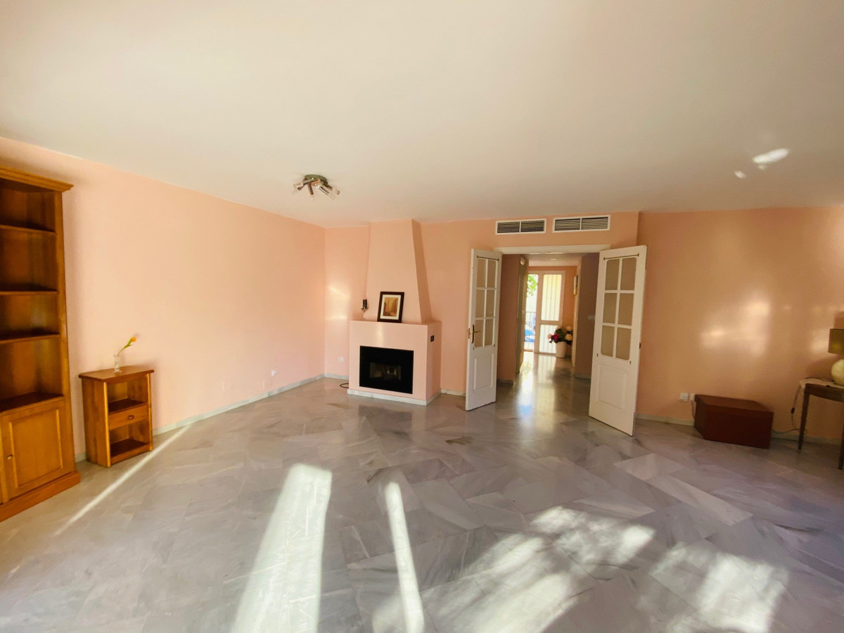 Villa con 4 Dormitorios en Venta New Golden Mile