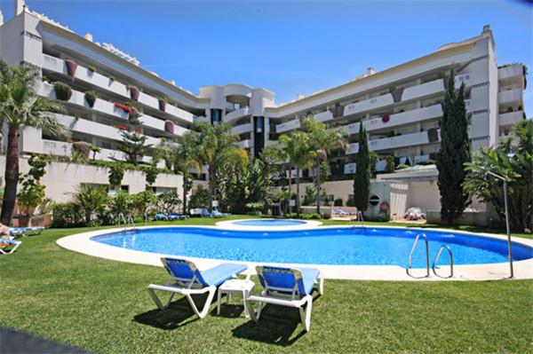 Middle Floor Apartment, Puerto Banus, Costa del Sol. 2 Bedrooms, 2 Bathrooms, Built 90 m², Terrace 3,Spain
