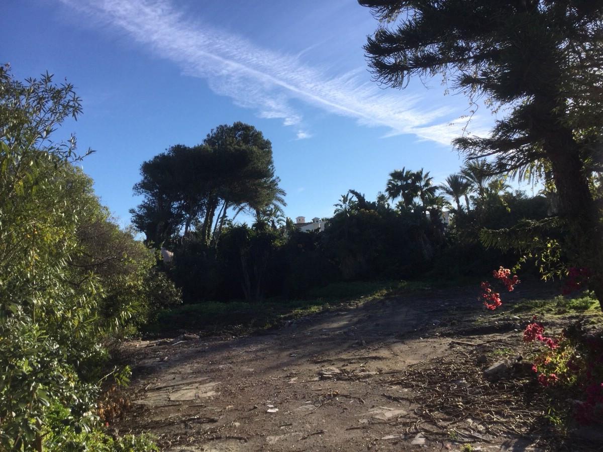 Plot for sale in Guadalmina Baja