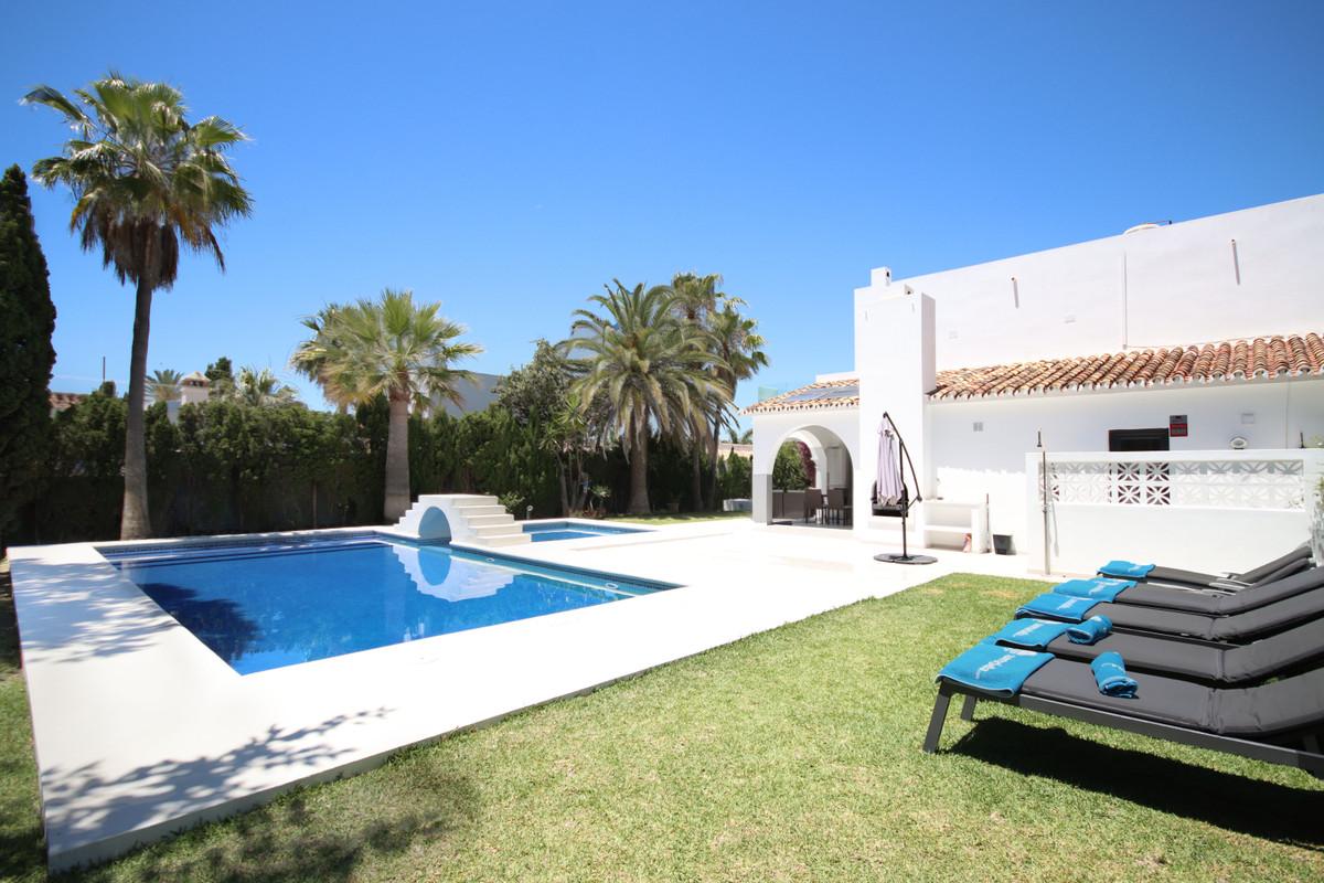 Villa zu verkaufen in Las Chapas R3882505