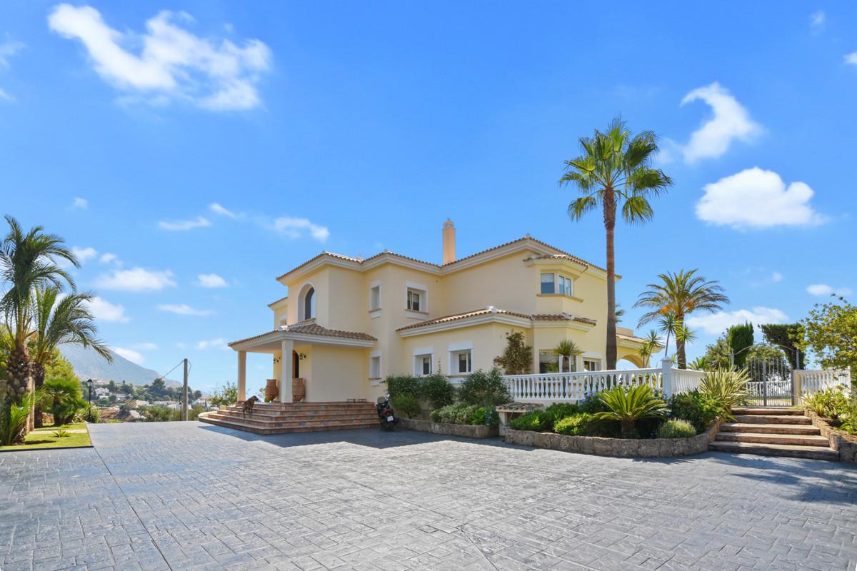 Villa 6 Dormitorios en Venta Mijas