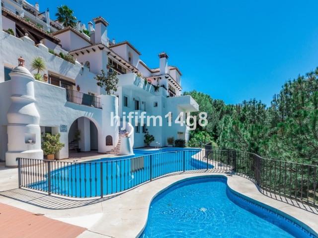 Middle Floor Apartment for sale in Benahavís R3222007