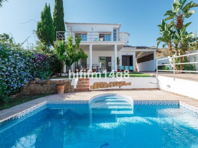 Fritliggende Villa i Nueva Andalucía R3121921