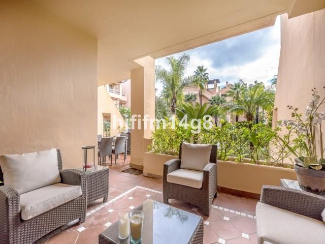 Apartment Middle Floor San Pedro de Alcántara Málaga Costa del Sol R3307075 4