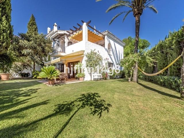 Townhouse Terraced Nueva Andalucía Málaga Costa del Sol R3270349