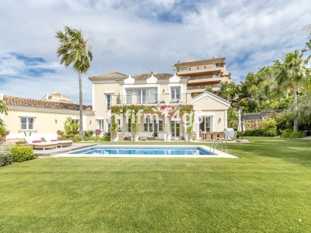 Beautiful four bedroom family villa situated right in the heart of Nueva Andalucia, next to Los Nara,Spain