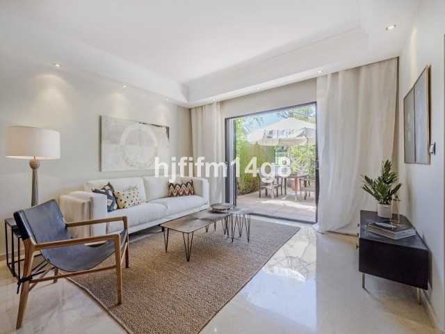 Attractive three bedroom townhouse in a charming gated complex situated in the heart of the Nueva An,Spain