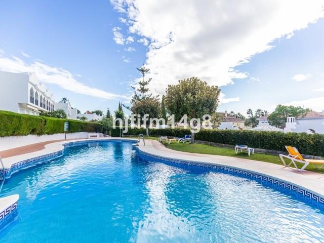 Maison mitoyenne à Nueva Andalucía R3295015