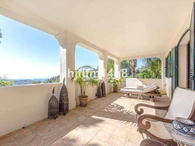 8 Bed Villa For Sale in El Madroñal, Benahavis