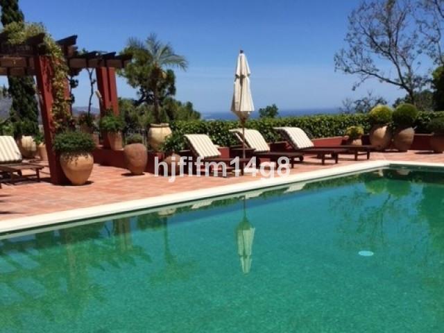 Detached Villa for sale in El Madroñal R3146254