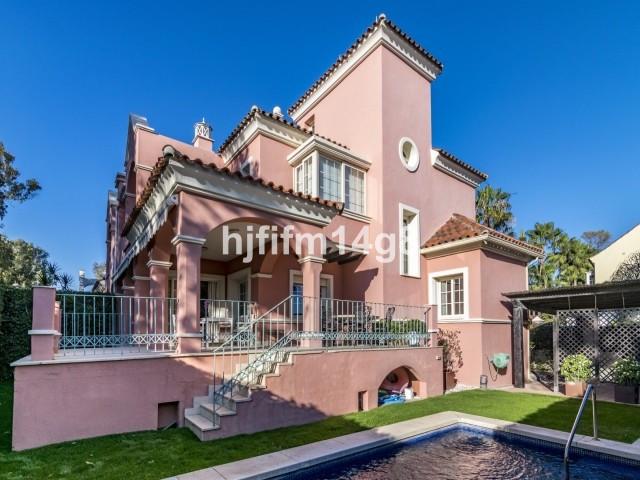 Lovely four bedroom villa for sale in a fabulous beachside location in San Pedro de Alcantara. Lorea,Spain