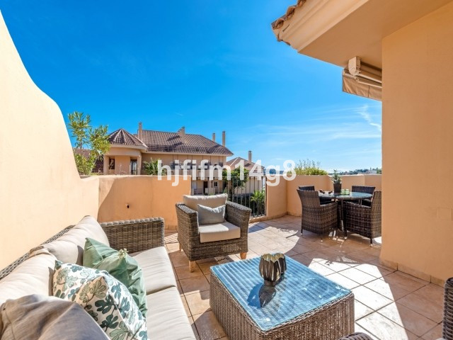 Apartment Middle Floor for sale in Nueva Andalucía, Costa del Sol