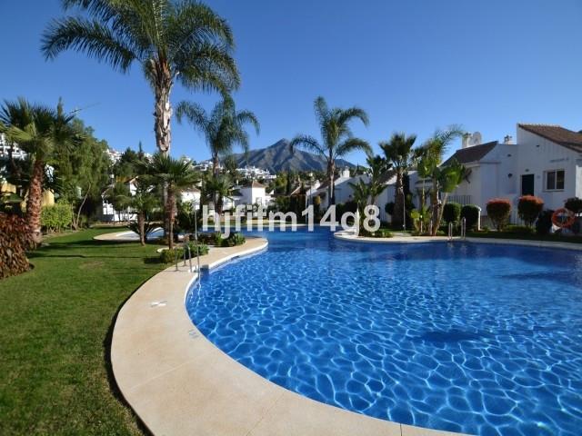 Middle Floor Apartment in Nueva Andalucía R3145564