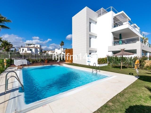 3 bedroom, South facing duplex Penthouse for sale in the exclusive Jade Beach development overlookin,Spain