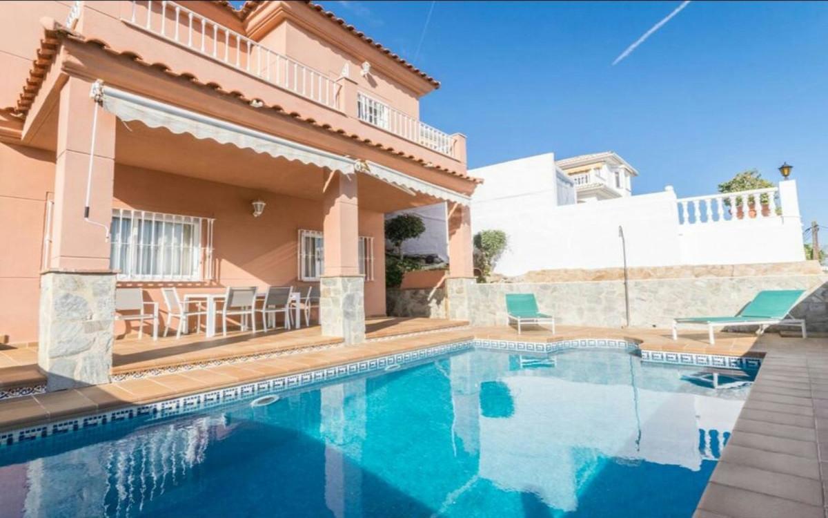 Villa 5 Dormitorios en Venta El Coto