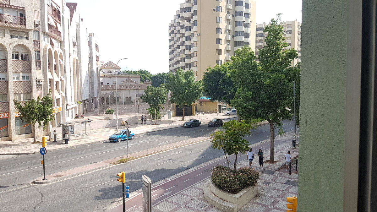 Great area for offices, premises with more than 300 m2. Currently used as a gym. In mezzanine and co,Spain