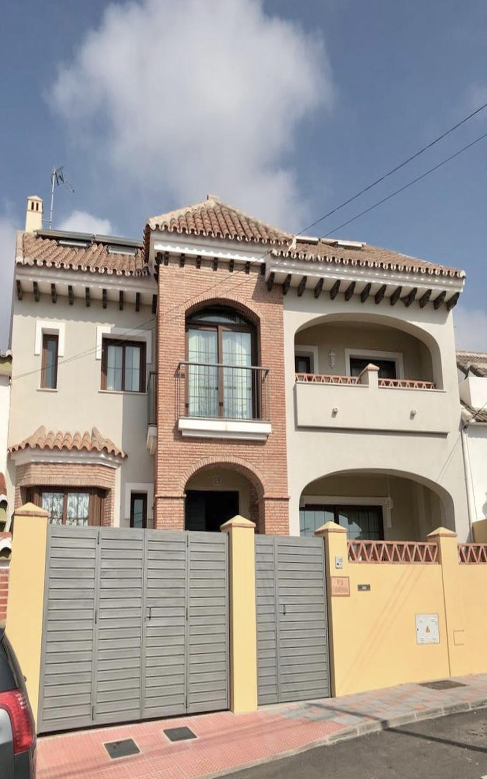 424.51 sqm townhouse built on a 241.12 sqm plot:  - BASEMENT FLOOR (122.83 sqm): bathroom, kitchen i,Spain