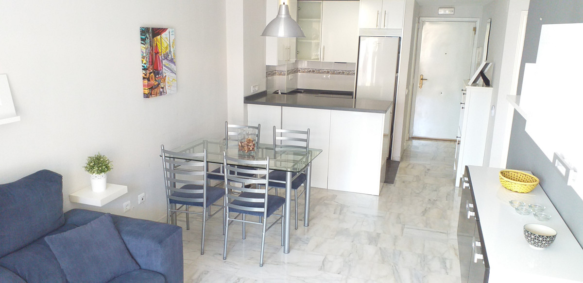 Fabulous 2 bedroom, 2 bathroom apartment in Torrequebrada, Benalmadena. 64 m2 built with 10 m2 of gl,Spain