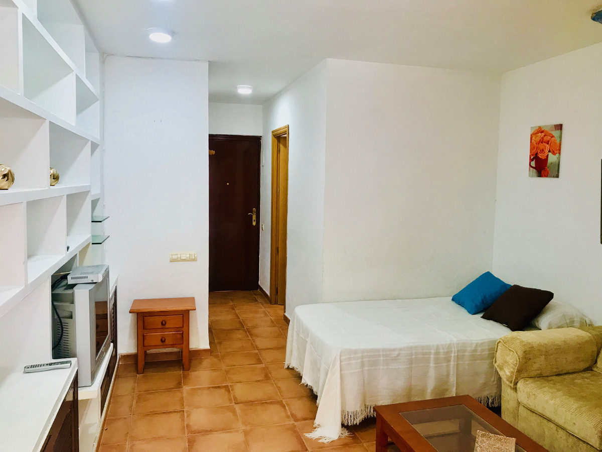 Middle Floor Studio, Benalmadena Costa, Costa del Sol. Built 22 m².  Setting : Town, Commercial Area,Spain