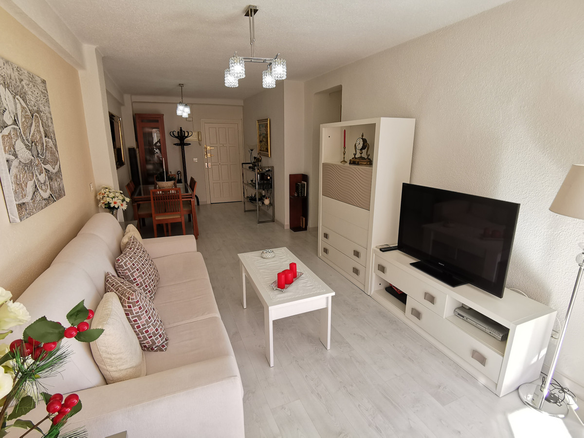 Middle Floor Apartment, Fuengirola, Costa del Sol. 2 Bedrooms, 1 Bathroom, Built 70 m².  Setting : T,Spain