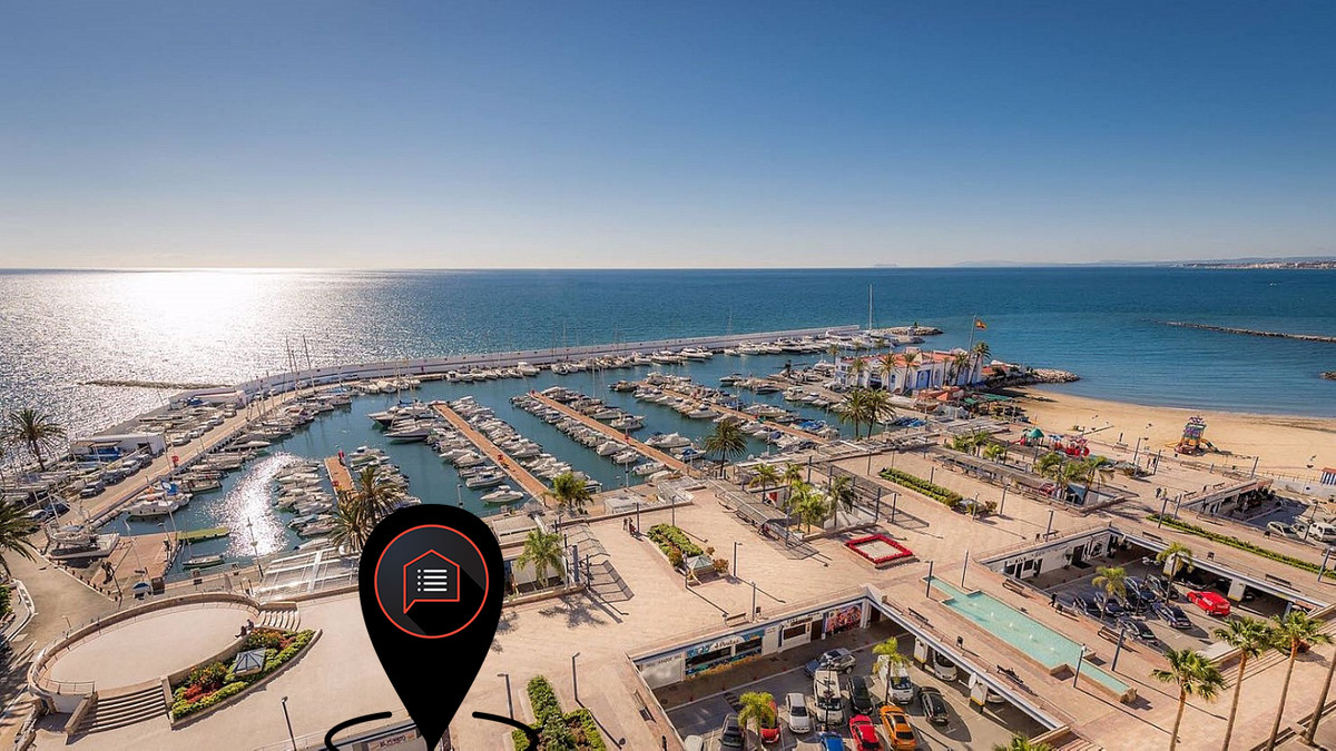 Bar/Restaurant TRESPASO or FREEHOLD on Port of Marbella.  20 meters from Port - 2nd line  Because of,Spain