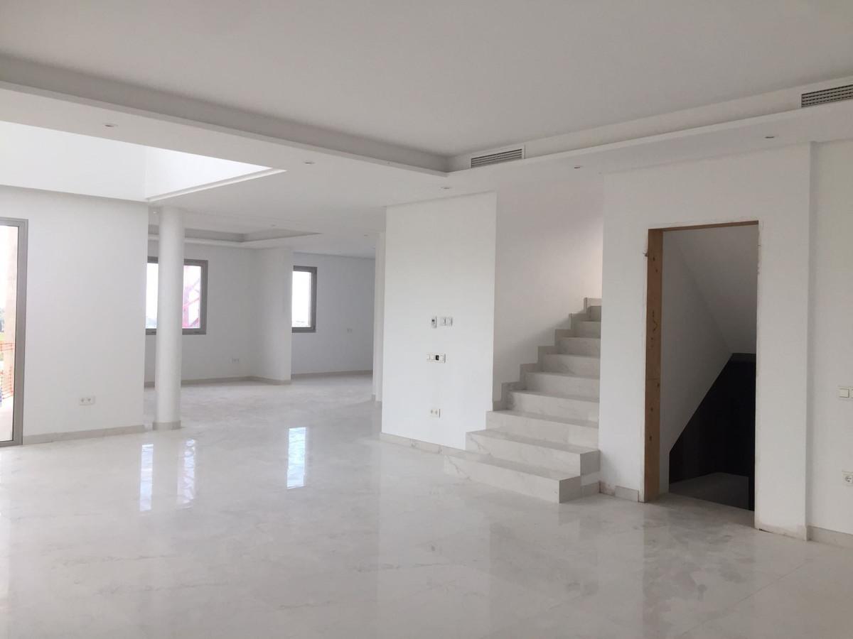 Detached Villa in Los Flamingos R3336220