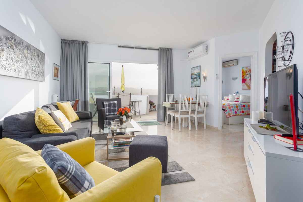 This cozy 1 bedroom penthouse is in perfect condition and is located in one of the most famous golf ,Spain