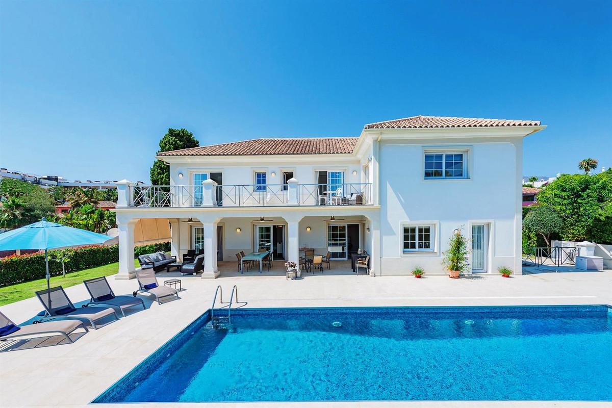 Villa Til salgs i The Golden Mile R3649190