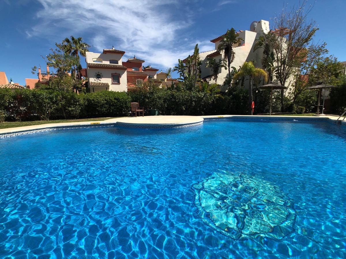Townhouse, New Golden Mile, Costa del Sol. 3 Bedrooms, 2.5 Bathrooms, Built 245 m², Terrace 30 m², G,Spain