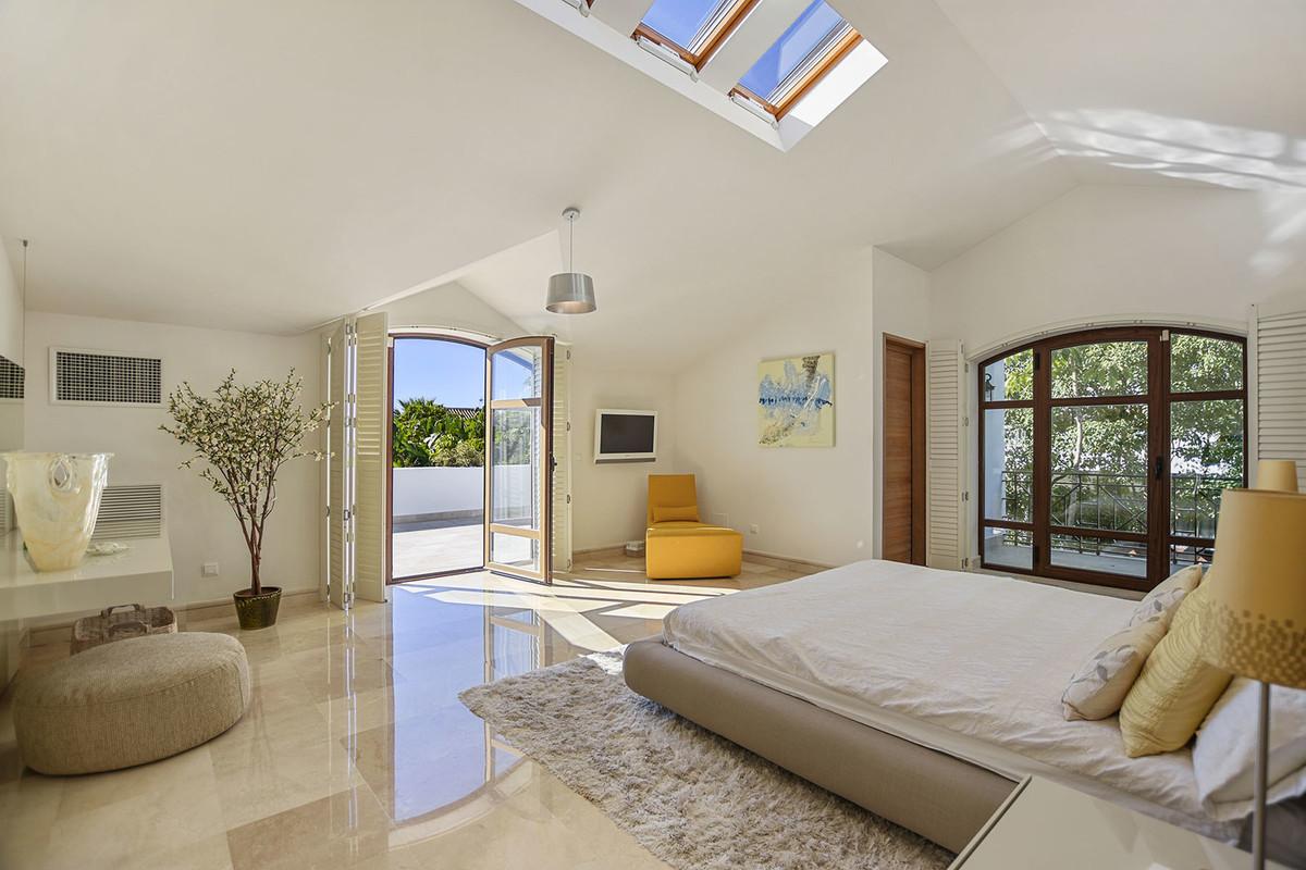 5 Bedroom Detached Villa For Sale El Rosario