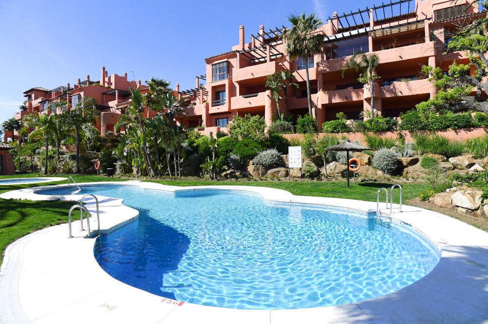 A well presented and spacious 2 bedroom, 2 bathroom apartment in the prestigious El Soto de Marbella,Spain