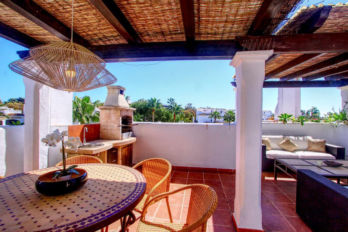 Apartment Middle Floor in Elviria, Costa del Sol