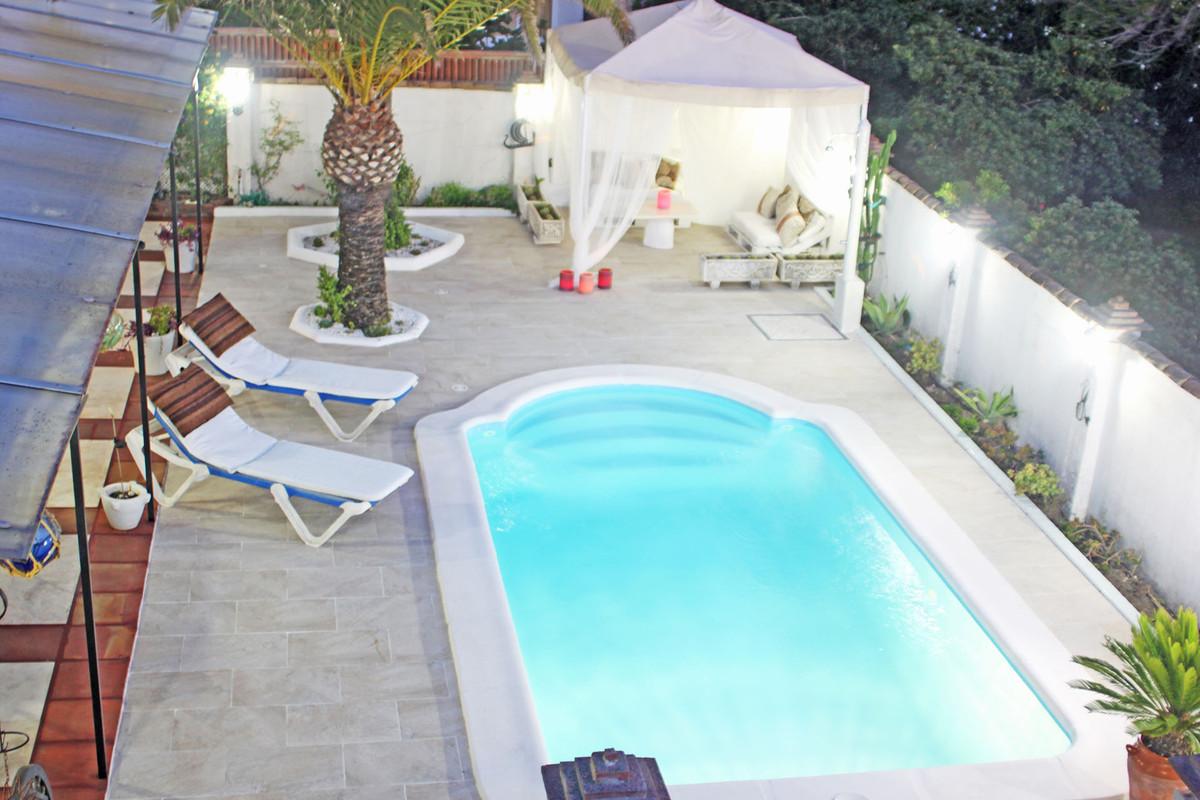 Villa 4 Dormitorios en Venta Costabella