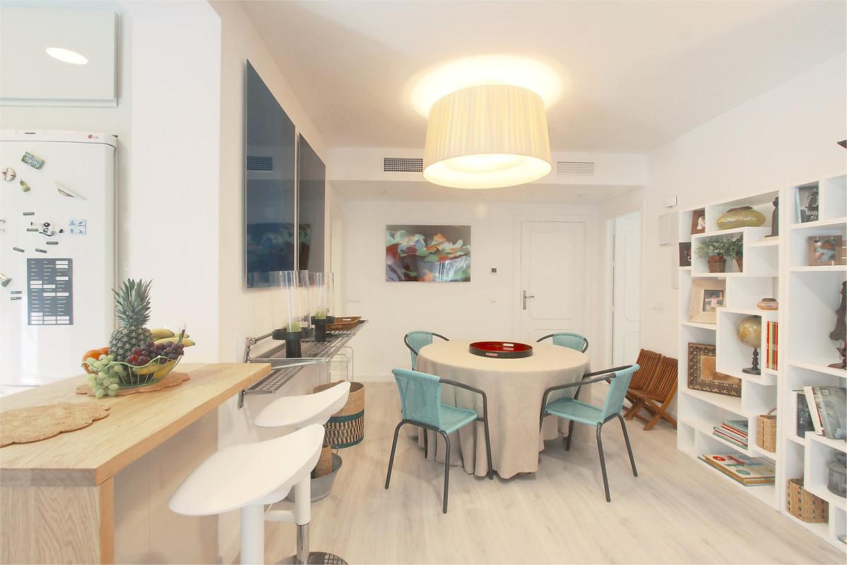 Apartamento con 5 Dormitorios en Venta Elviria