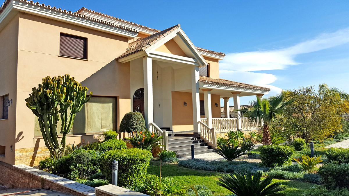 Detached Villa for sale in Alhaurín de la Torre