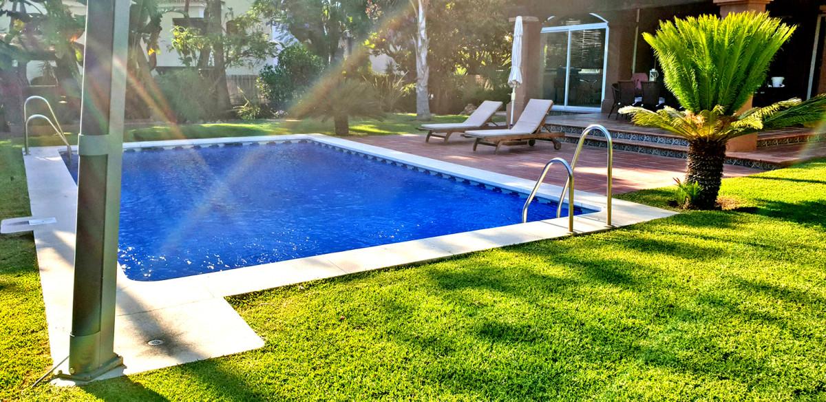 Villa - Chalet a la venta en Elviria