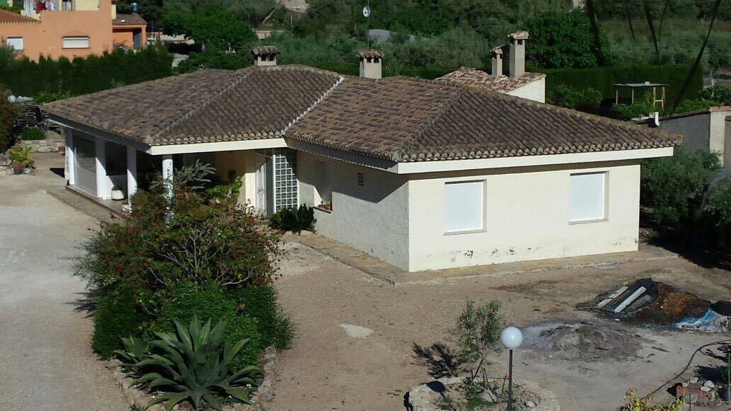 Lovely villa of 210m2 on a fenced plot of 3084m2. Situated in a very nice area of Ontinyent with exc,Spain
