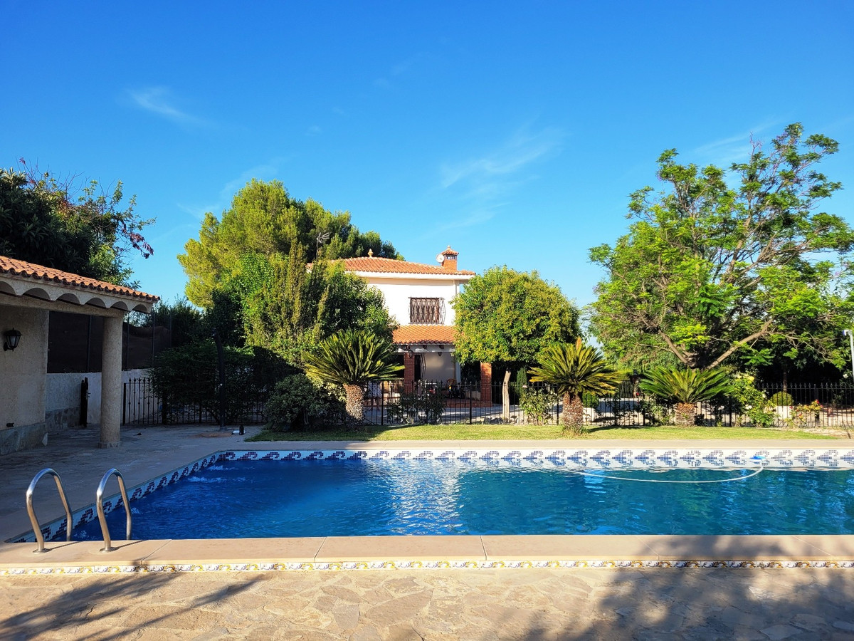 Beautiful, comfortable and well maintained villa of 273m2 build on a fenced plot of 2528m2.  Mature ,Spain