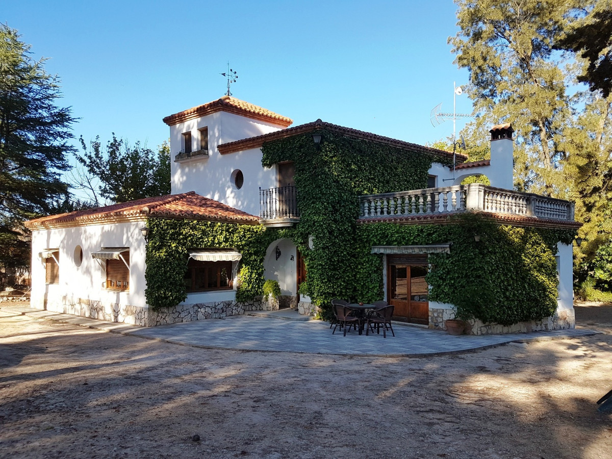 Lovely, typical spanish finca of 434m2, situated in a very nice and green area of Ontinyent with stu,Spain